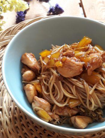Noodles con peperoni e pollo