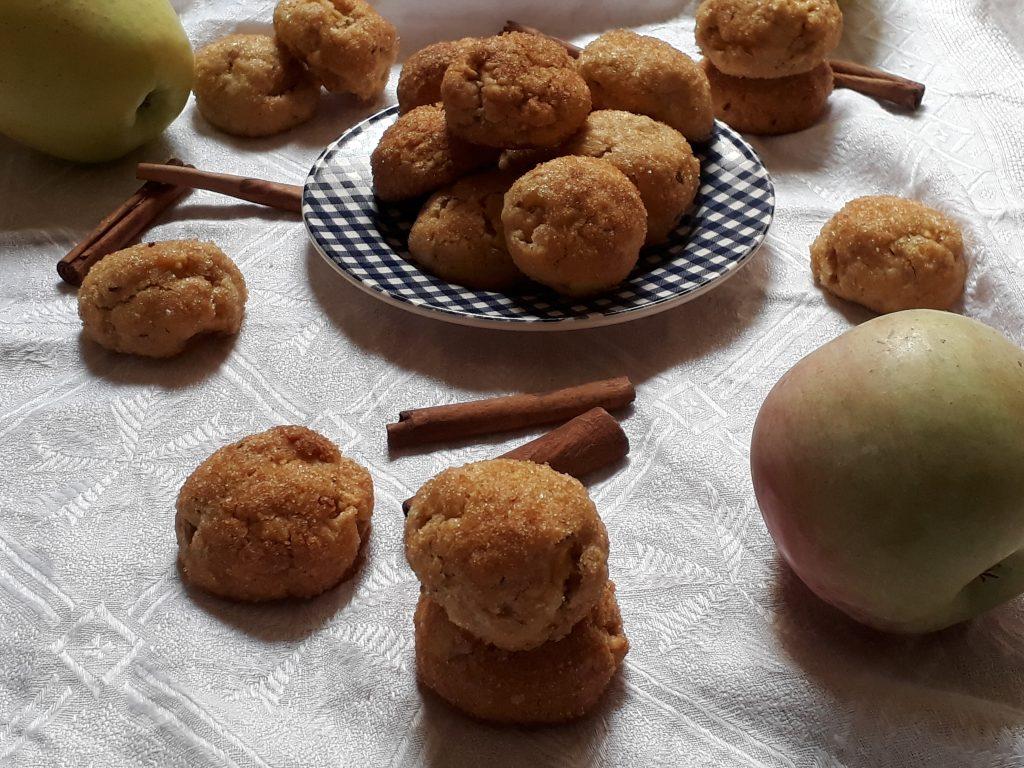 cookies alle mele cannella e nocciole