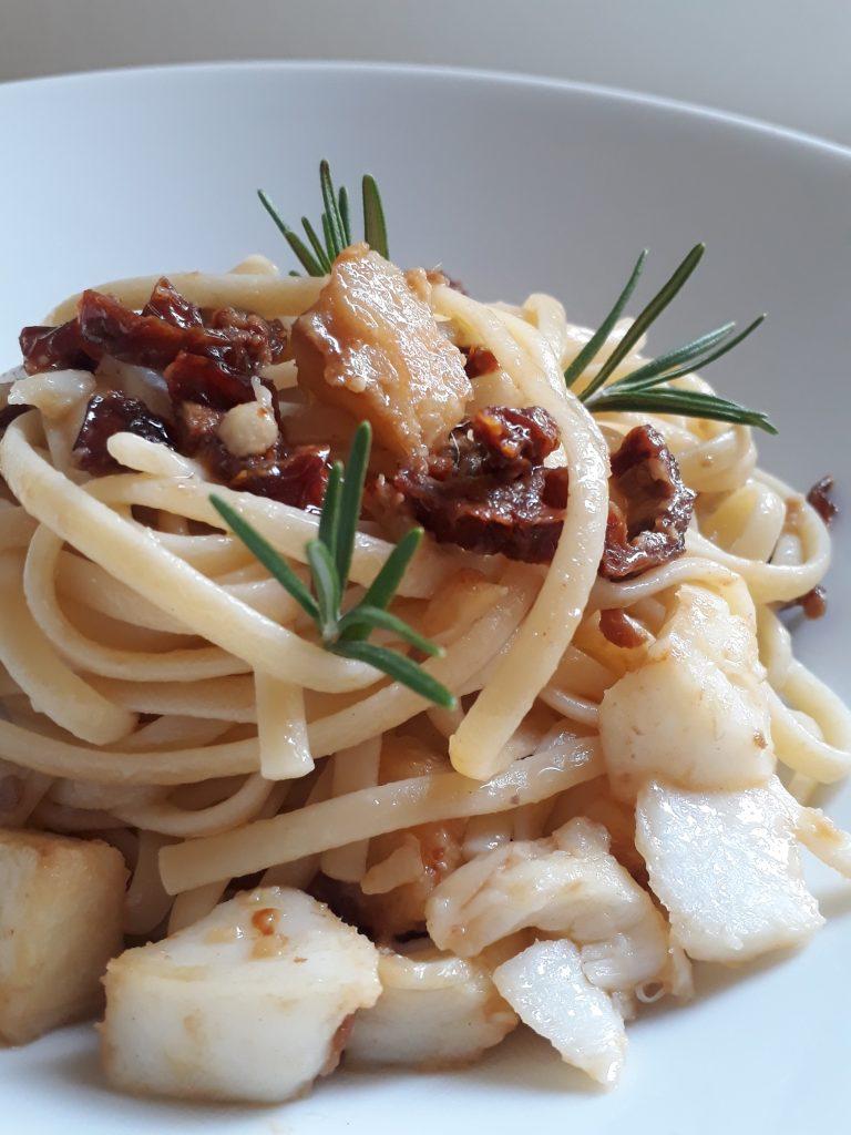 linguine con baccalà e pomodorini secchi