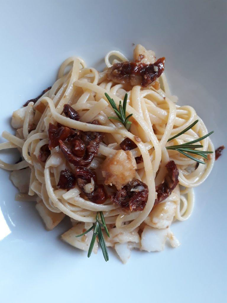 linguine con baccalà e pomodori secchi