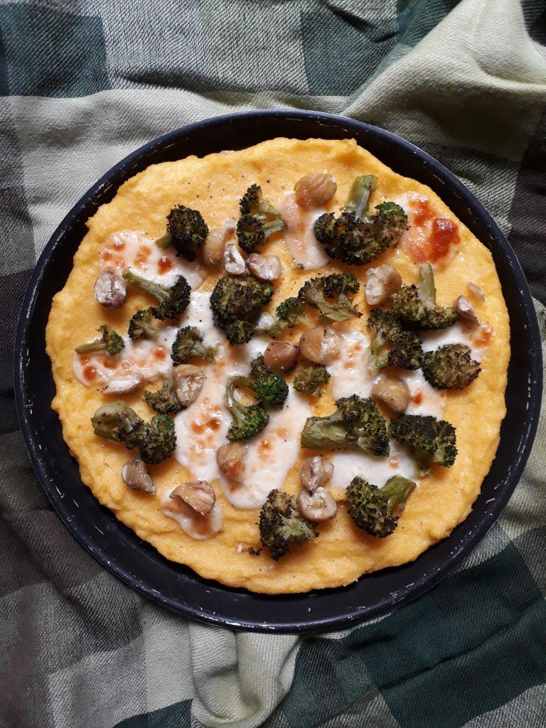 pizza di polenta con broccoli e castagne