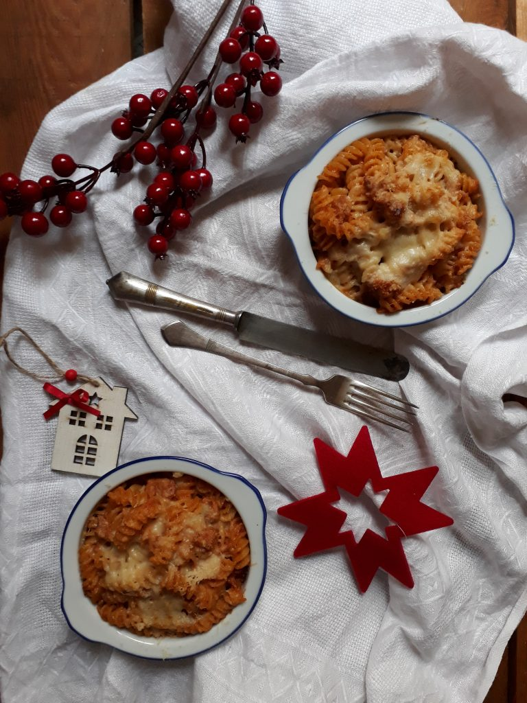 pasta al forno condita con ragù di pollo