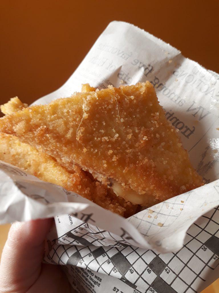 polenta con mozzarella e acciughe fritta