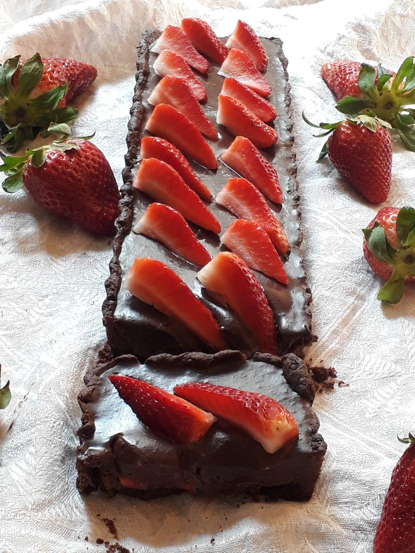 crostata con marmellata di fragole e ganache al cicocolato