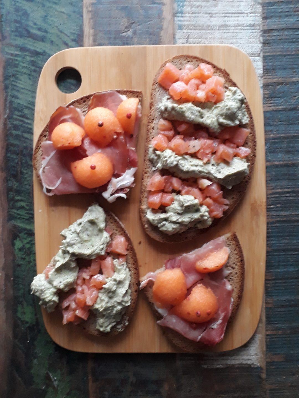 crostoni speck e melone avocado e speck