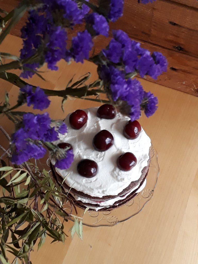 torta di cioccolato panna e ciliegie