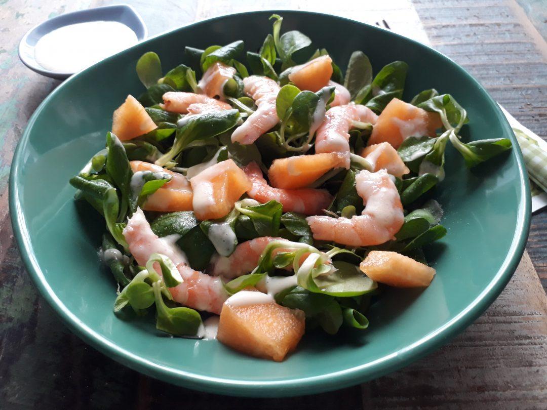 insalata con melone gamberi e maionese all'aglio
