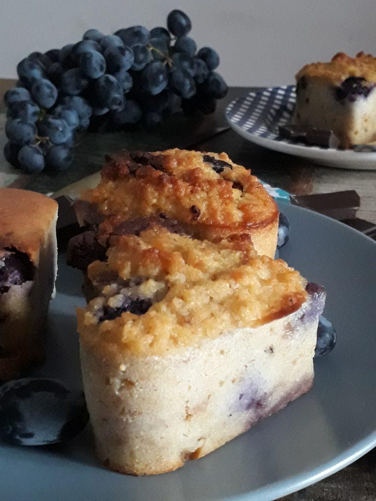 torta di pane uva fragola e cioccolato