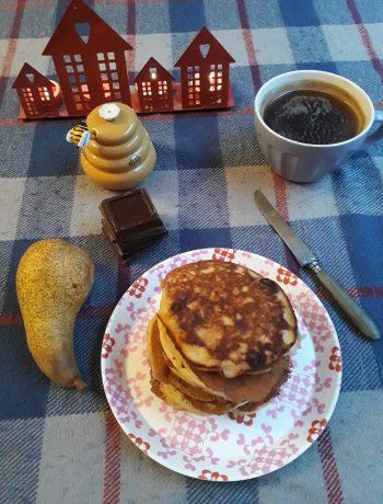 pancake nocciole pere e cioccolato