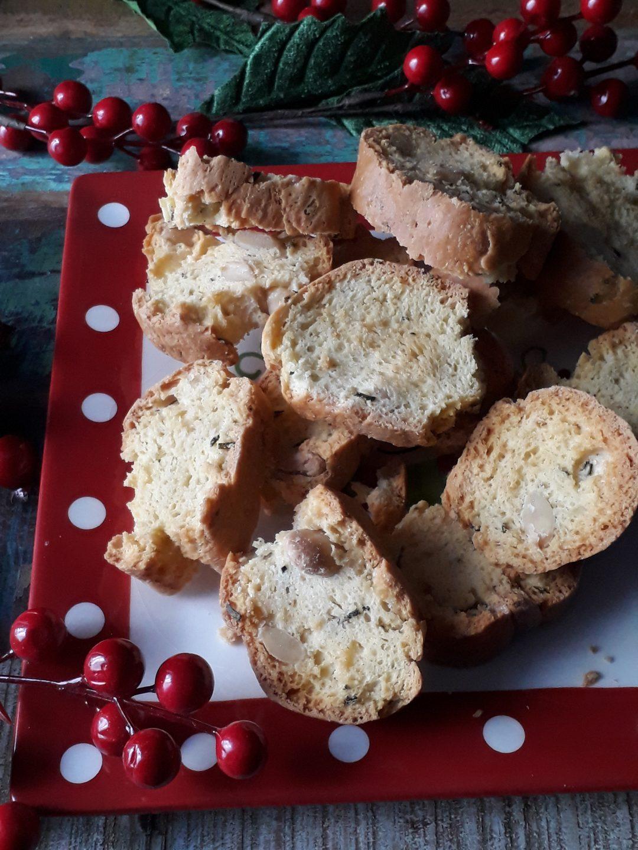 biscotti alle mandorle e rosmarino