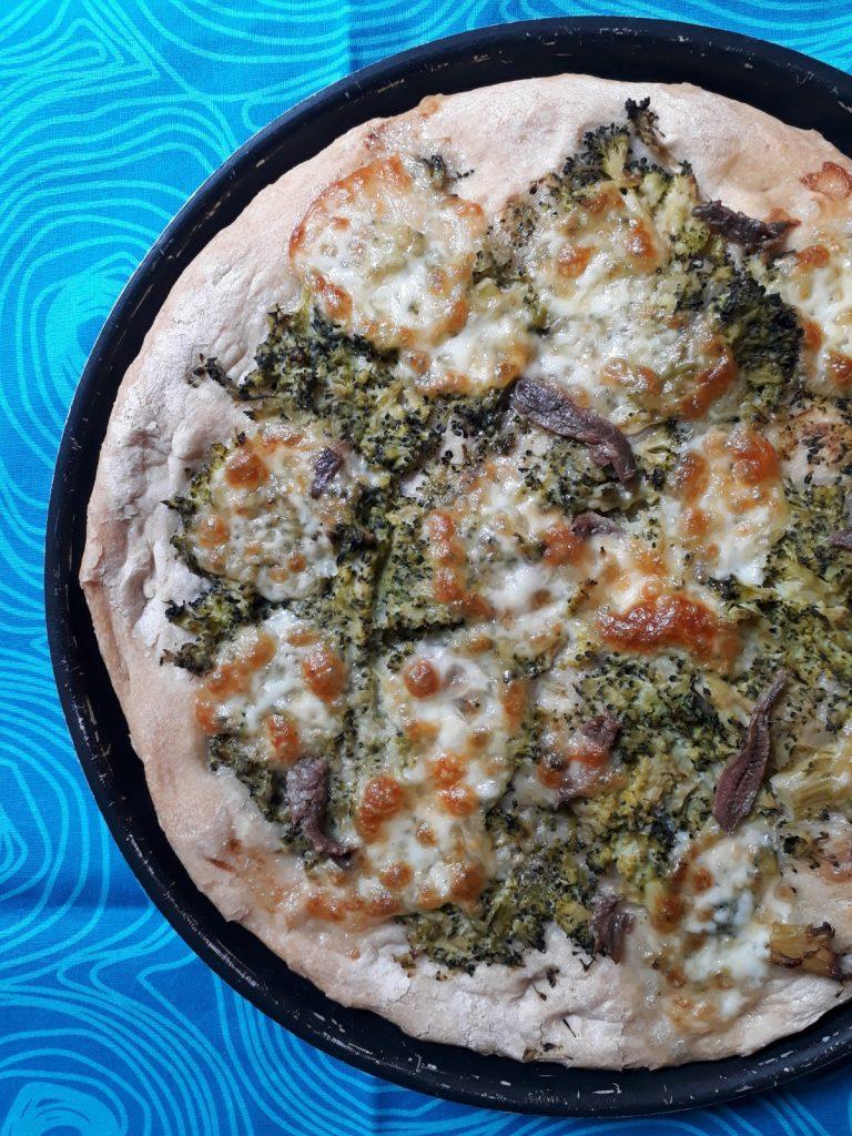 focaccia con farro broccoli mozzarella