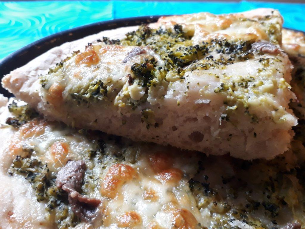 focaccia al farro broccoli mozzarella
