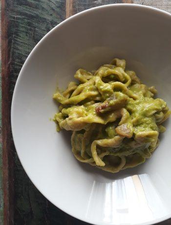 tagliatelle alla crema di asparagi e pancetta
