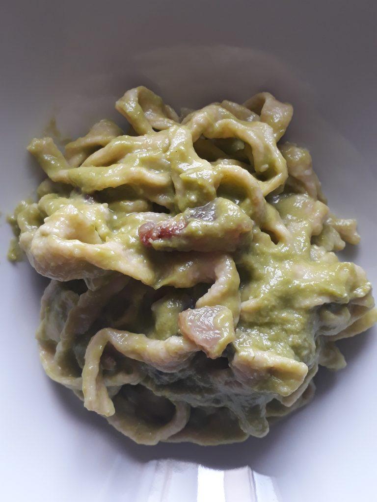 tagliatelle con crema di asparagi e pancetta