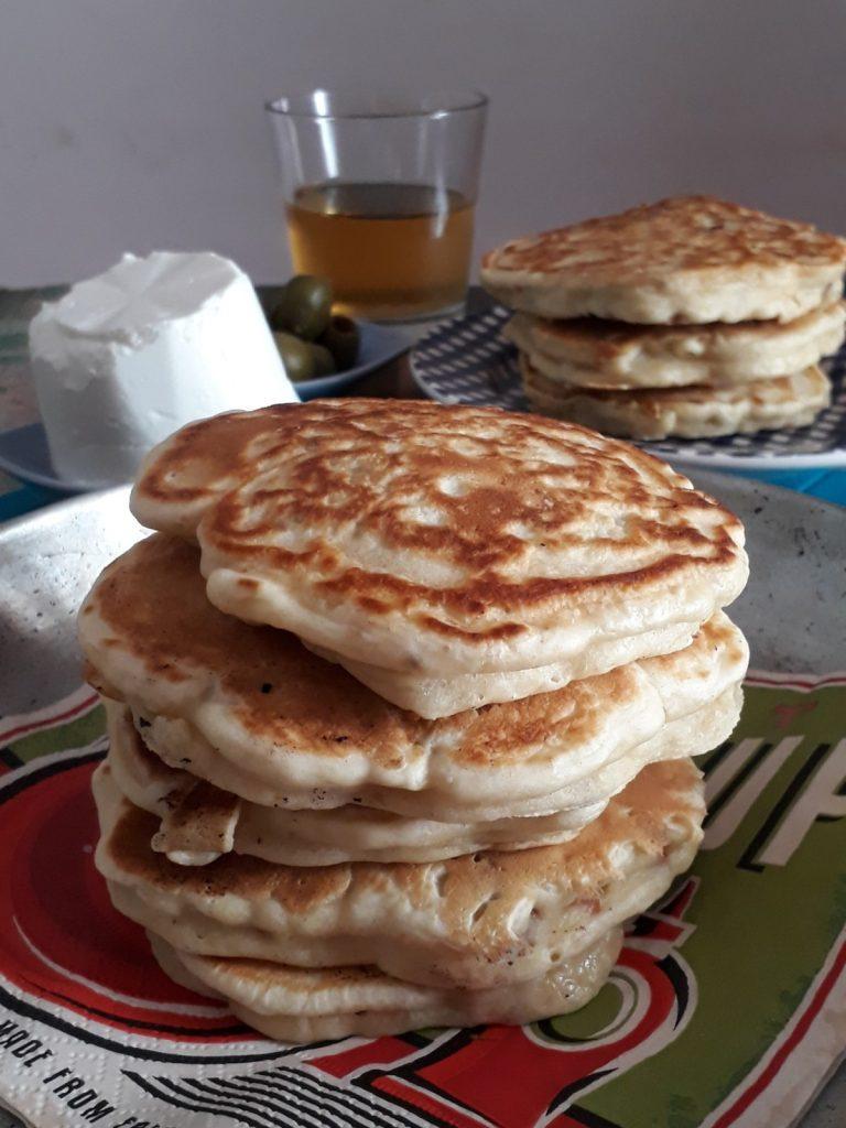 pancake con cipollotti e pomodori secchi