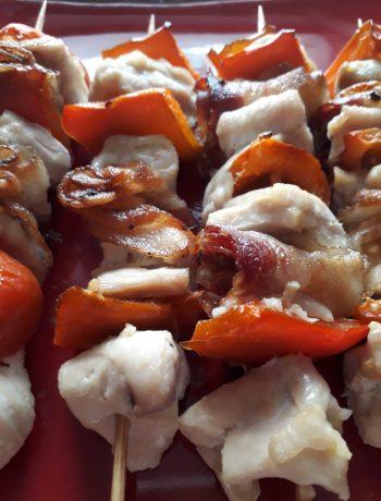 spiedini con pollo pancetta e peperoni