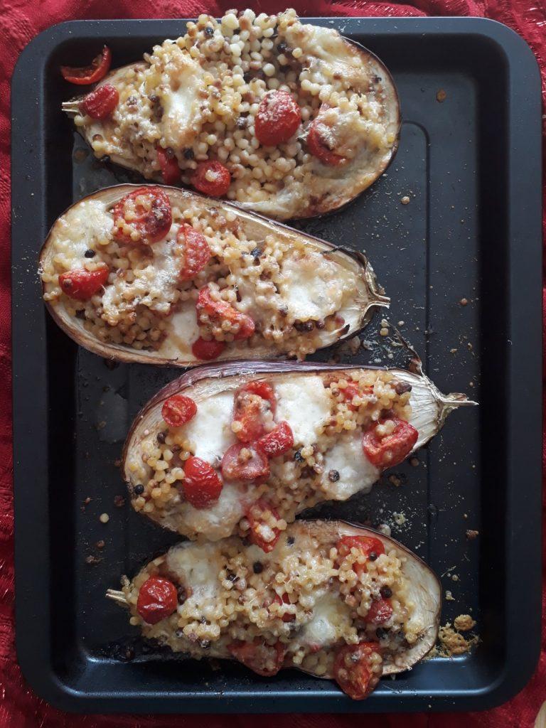 melanzane con fregola mozzarella e pomodori