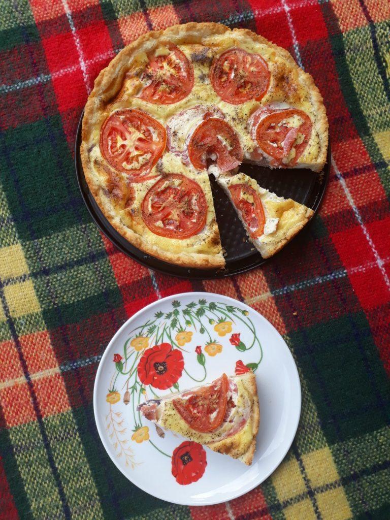 tarte alle cipolle rosse e pomodori