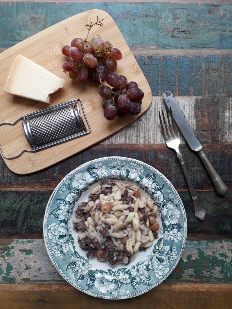 cavatelli alla salsiccia e uva