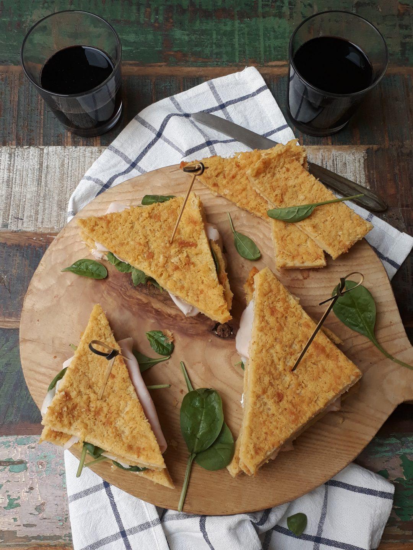 sandwich di farinata con spinacini e tacchino