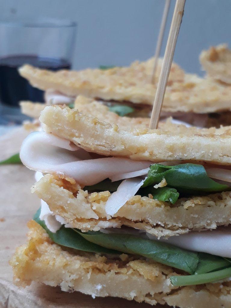 sandwich di farinata con tacchino spinacini