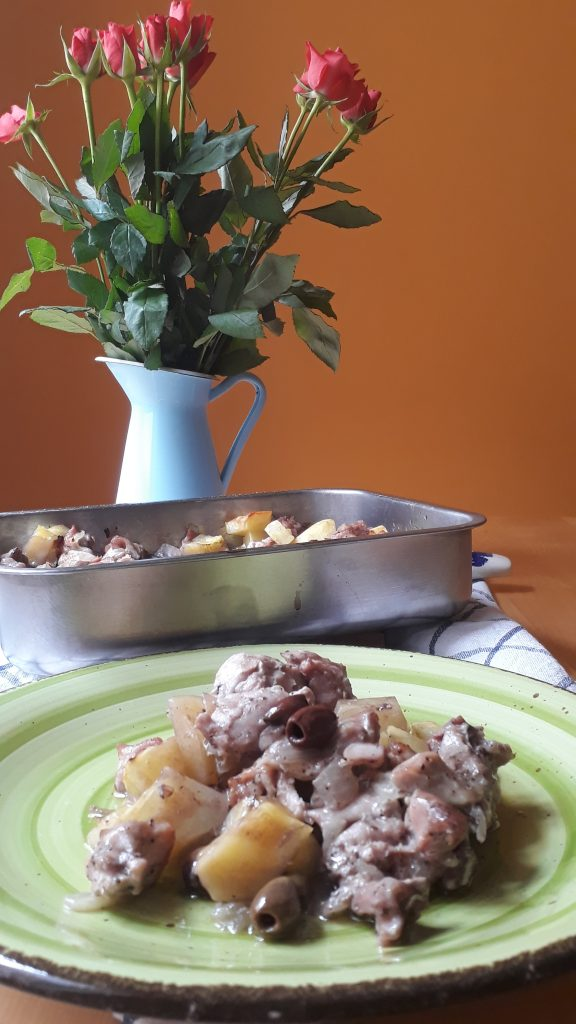 coniglio con olive e patate