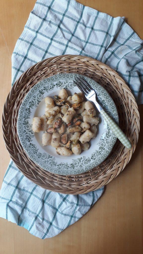 gnocchi di canellini con cozze e vongole