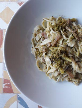 tagliatelle con broccoli e pancetta
