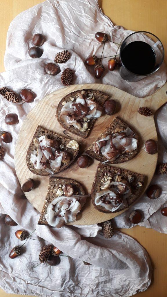 crostini con lardo e castagne