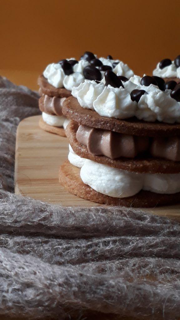 sablè al farro con camy cream e chicci al cioccolato di farro